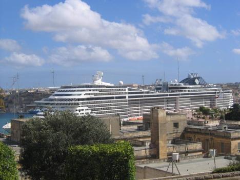 """Auch """"kleine"""" Yachten sind im Grand Harbour willkommen . . ."""