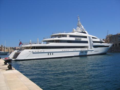 Die Yacht von Reinhold Würth (ca 100 Mio$/85m) . . .