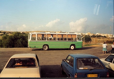 Malta-Bus. In Grün.