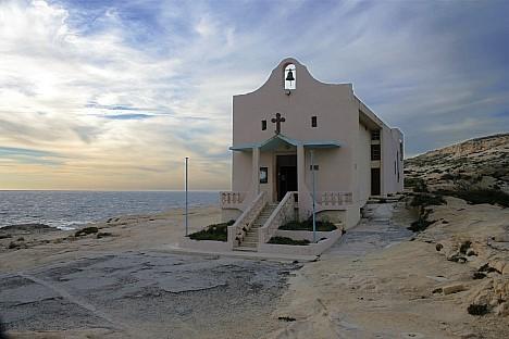 Kapelle an der Steilküste von Gozo