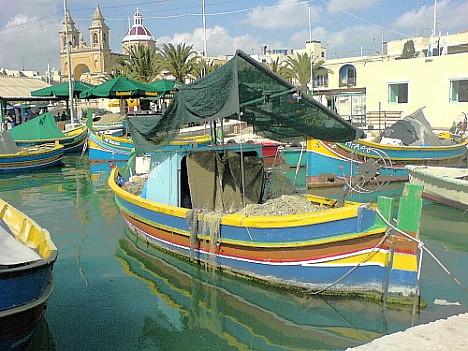 Luzzus im Hafen von Marsaxlokk