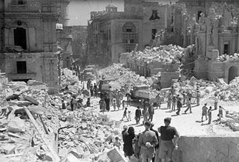 Republic Street nach Bombenangriff 1942