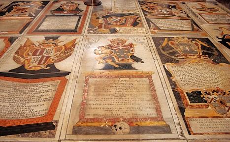 Grabplatten (St. John's Co-Kathedrale)